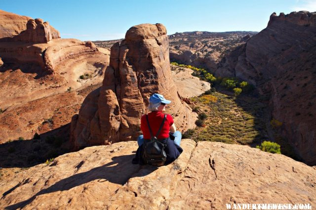 Lower delicate arch viewpoint to east view.jpg