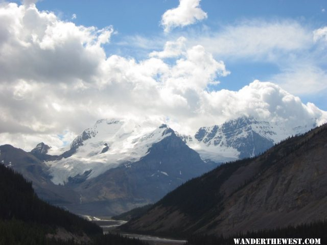2005 B33 CAN ICEFIELDS PKY MT ATHABASCA